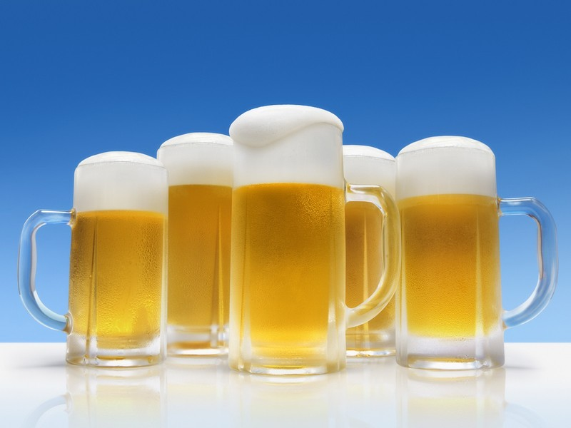 JW001_350A_Five_glasses_of_Foamy_Beer.jpg